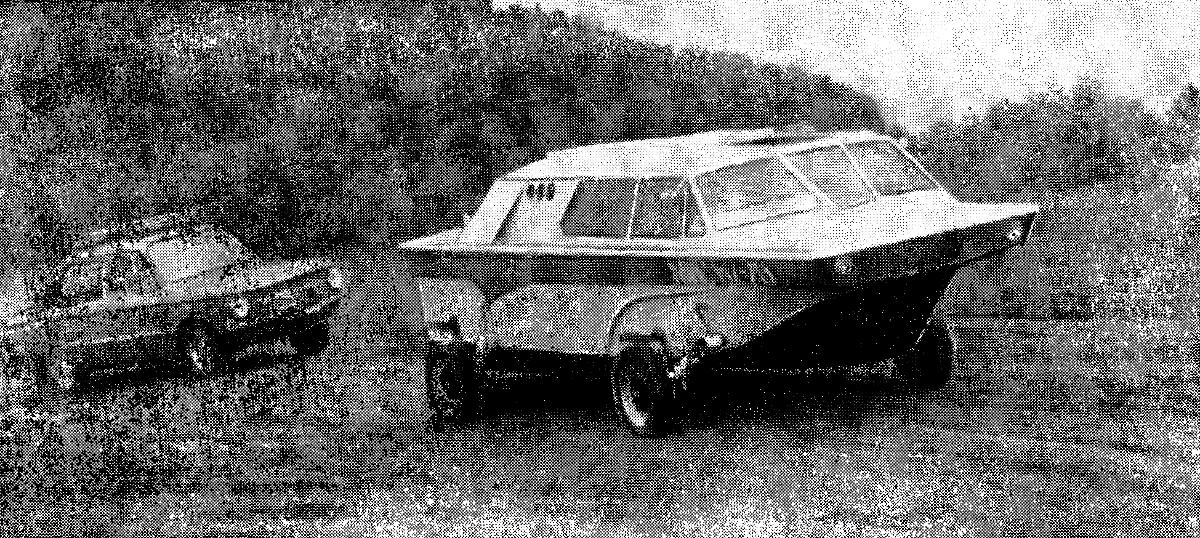 """При движении по суше """"Тритон"""" ведет себя на равных с автомобилем даже на грунтовой дороге."""