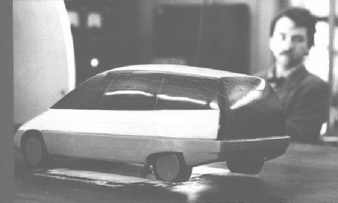 """Макет """"Охты"""" в аэродинамической трубе. Г.Е. Хаинов в роли наблюдателя."""