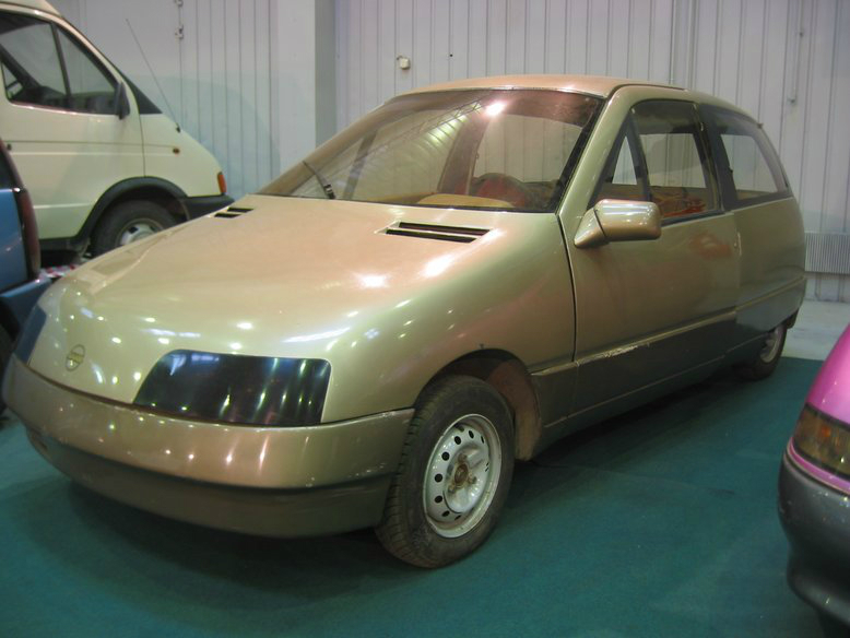 Прототипы автомобилей СССР - автомобили НАМИ Дебют и Компакт. НАМИ-0284 Дебют, вид спереди.