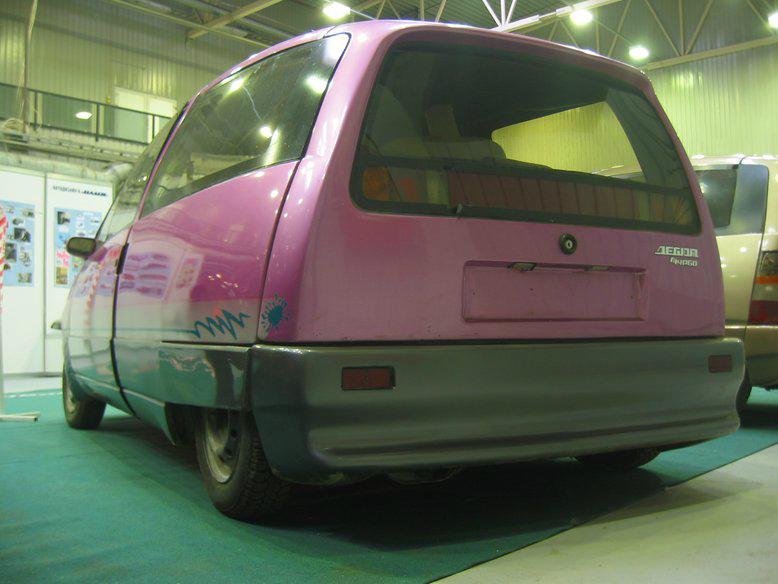 Прототипы автомобилей СССР - автомобили НАМИ Дебют и Компакт. Дебют-2, вид сзади.
