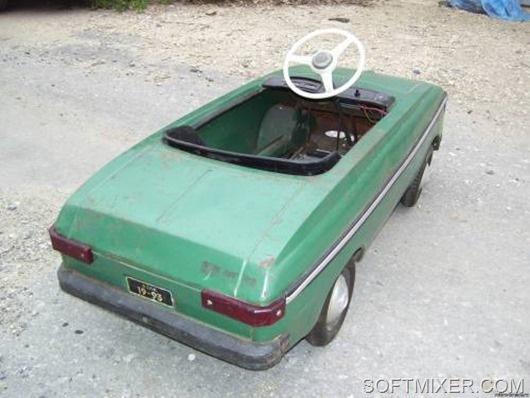 Детский педальный автомобиль МОСКВИЧ.