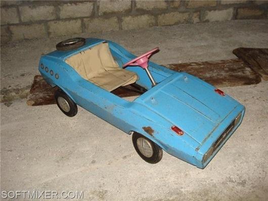 Детский педальный автомобиль РАДУГА.