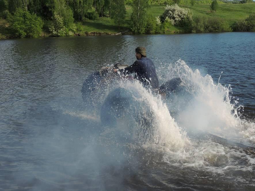 Наш самодельный пневмоход, фото с его водных испытаний.